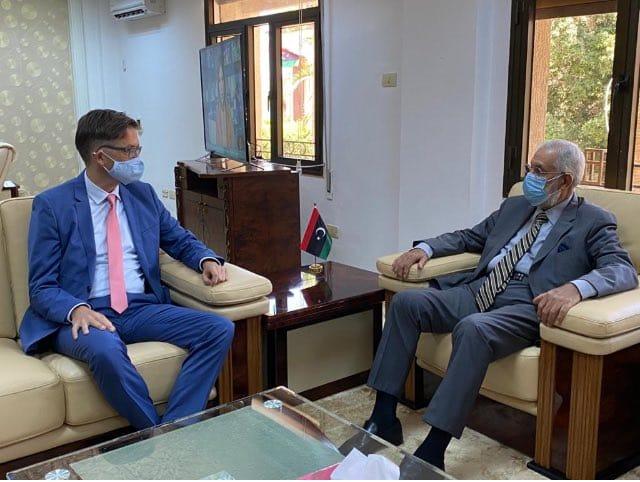 Photo of معالي وزير الخارجية محمد الطاهر سيالة يلتقي في طرابلس السفير الألماني أوليفر أوفتشا.